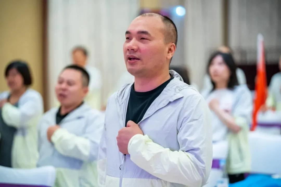 """BOB直播官网appbob直播官网董事长黄伟先生荣膺 """"诚实守信模范""""称号"""